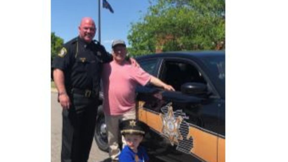 Lapeer County Sheriff shows off pint-sized police car | WEYI